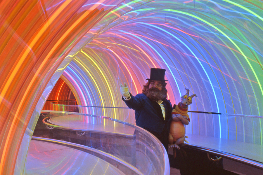 Disney's Epcot, Dreamfinder and Figment in rainbow corridor