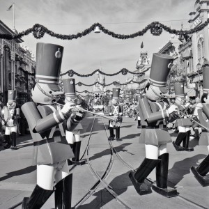 Magic-Kingdom_christmas_parade_1976