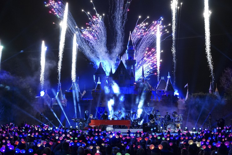 Sir Elton John at Disneyland 60th Celebration Performance Feb. 21, <a href=