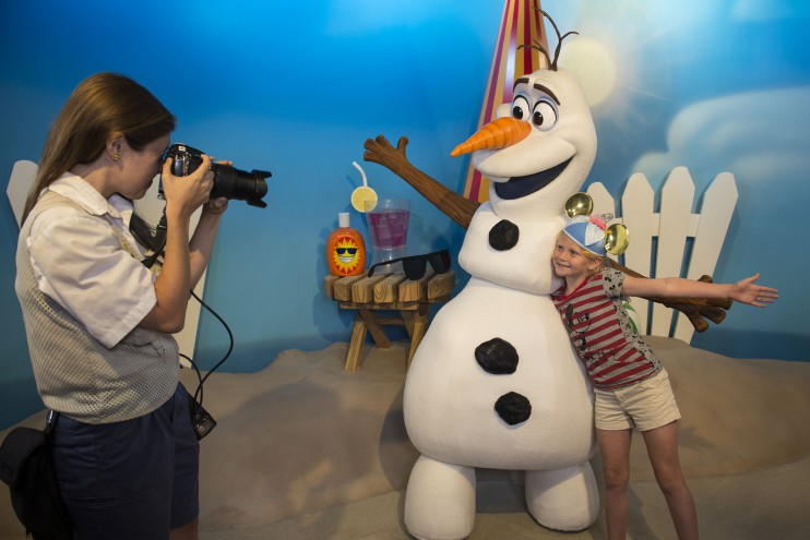 "Olaf from ""Fozen"" greets guests at Disney's Hollywood Studios 2016"